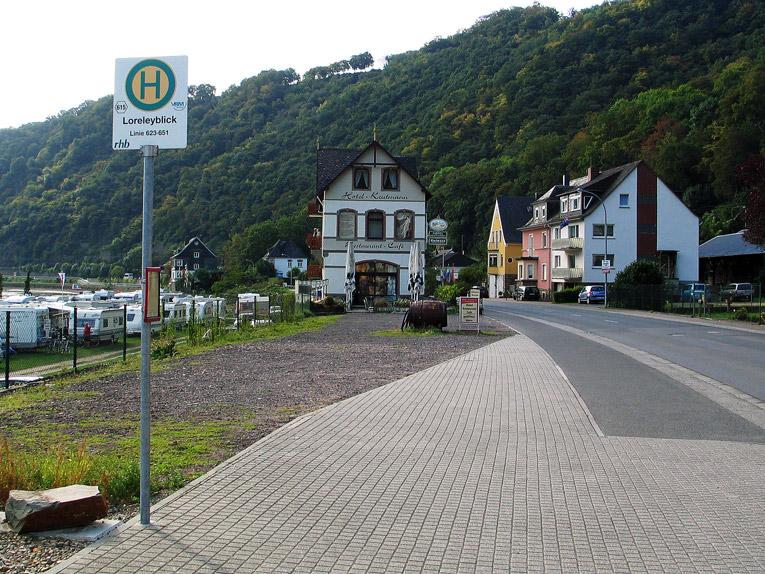 """Bushaltestelle Loreleyblick im Stadtteil """"An der Loreley"""""""