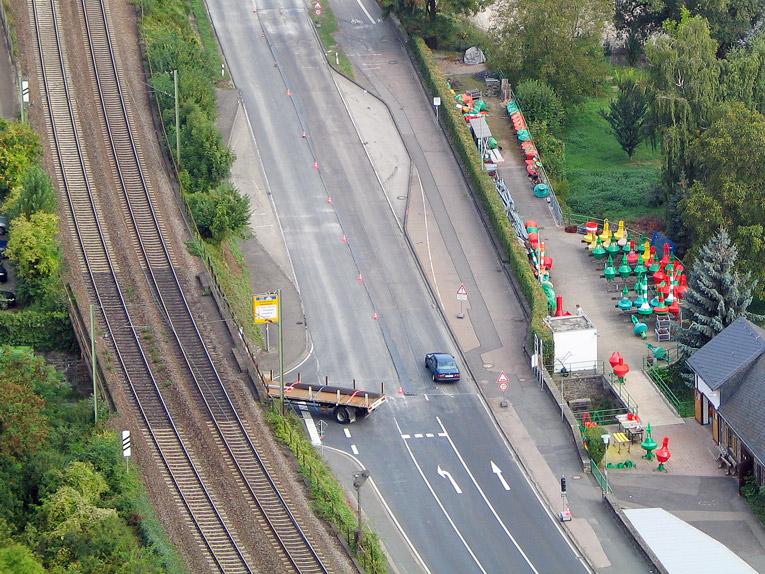 Bahnunterführung: Von der B 9 ins Gründelbachtal